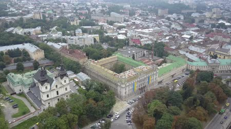 michael : Church of St. Michael Barefoot Carmelite Church in Lviv view from above in slow motion. The historical and beautiful city of Ukraine. A drone shoots old houses from the top in the center of Lviv. Stock Footage