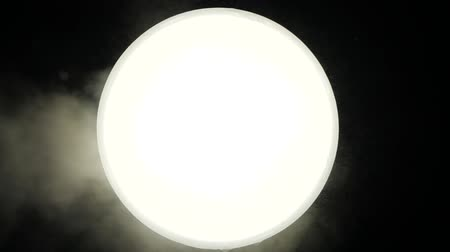 psicodélico : White energy light from the ball fogs consciousness and gives vent to imagination, excites consciousness. A bright white circle emits light smoke and blows steam. Mystical smoke dope and induces dusk.