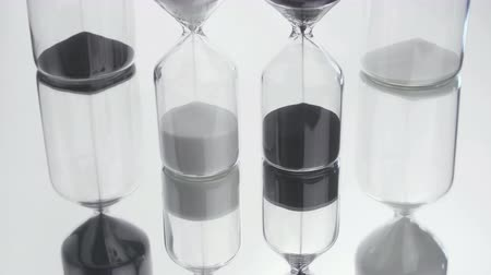 stoper : Sand flows through an hourglass. For concepts such as time, watch Wideo