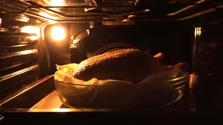 rosto : The duck is roasted in the oven.