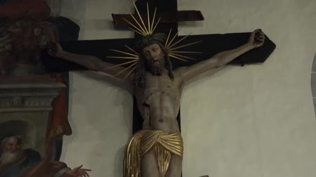 jezus : Statue of Jesus Christ crucified on the cross Wideo