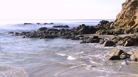 laranja : The rugged shoreline in a remote, isolated cove in Laguna Beach, California shows the rough aquatic terrain and off shore reefs called Seal Rocks.