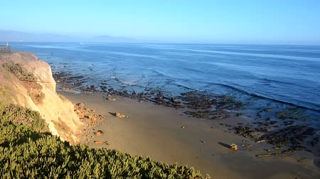 Калифорния : A view from the cliffside overlooking the ocean in beautiful Santa Barbara, California