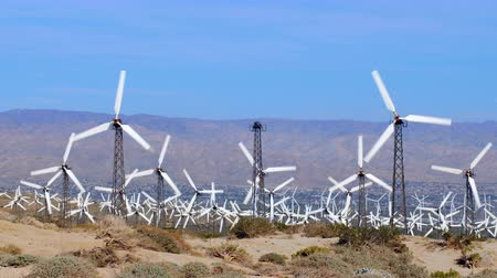fırıldak : Alternative energy windmills long propellers spin swiftly as the wind keeps a constant speed in the desert town of Palm Springs, California. Stok Video