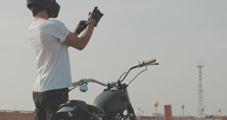 couro : Motorcycle Guy Wearing Helmet and Leather gloves Vídeos