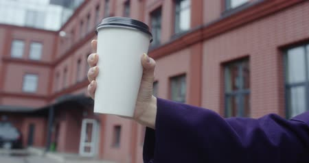 lids : Woman hand holding white paper cup of hot coffee Stock Footage