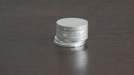 empilhamento : Stack of Silver Coins Falling 001