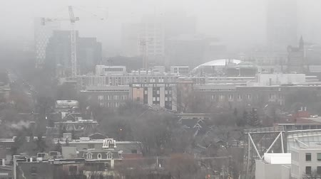 řídit : Downtown Neighborhood Zoomout in Thick Fog Dostupné videozáznamy
