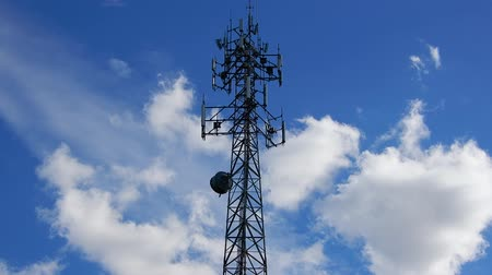 skleník : 4K Cell Phone Radio Tower With White Fluffy Clouds