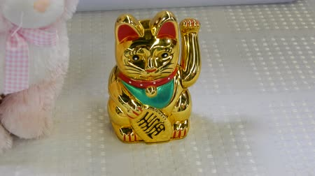 ceramika : 4K Golden Lucky Asian Cat Maneki Neko Beside Plush Toy Wideo