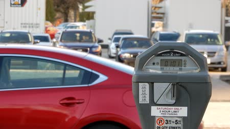 despesas : 4K Red Car Stopped As Other Cars Drive By Parking Meter