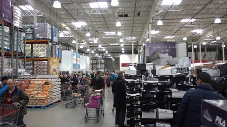 цепь : 4K People Shopping In USA In A Department Store