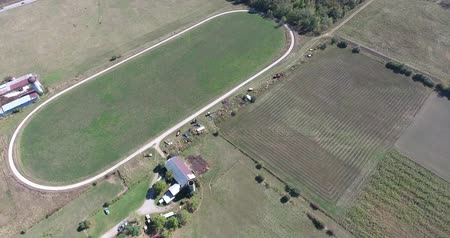 égua : Aerial View Of Farmhouses Next To Horse Stables And Horses
