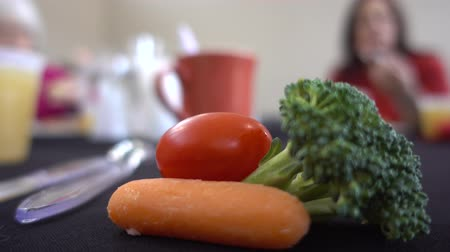 tomate cereja : Close Up Of Broccoli And Carrots And Cherry Tomato 2