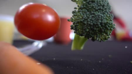 bezelye : Closeup Vegetables Cherry Tomato Broccoli And Carrots Falling