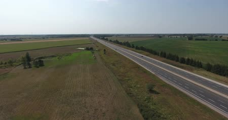 vysoký úhel pohledu : Highway Aerial in Rural Midwest with Traffic Drone Shot