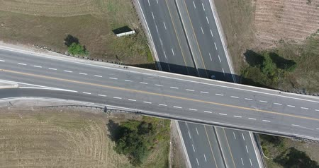 řídit : Highway Interchange Aerial Moving Straight Up