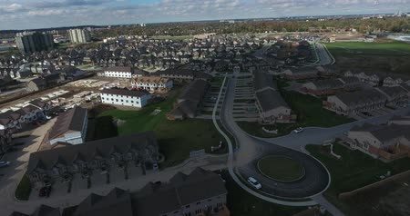 napfény : Aerial Real Estate Video Flying Over New Housing Development