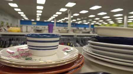 barganha : Plates Stacked On Top Of Each Other For Sale Inside Store 4K