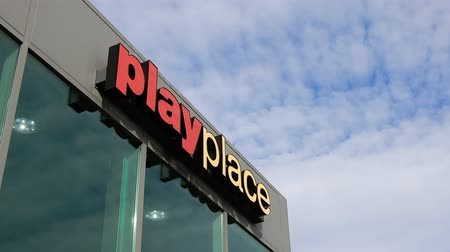 registro de marca : 4K Close Up McDonald's Play Place afuera