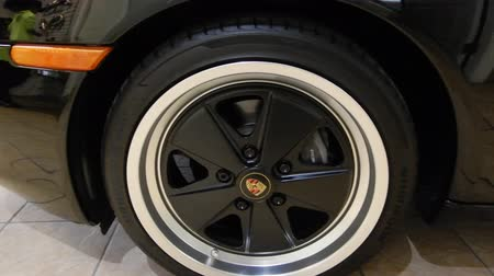 wyscigi : 4K Wheel Pan Left To Right Of Porshe Boxter