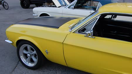 hot rod : Yellow 67 Ford Mustang Pan Left To Right 4K