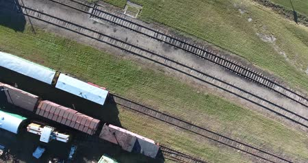 mozdony : 360 Panorama Drone Looking Straight Down At Trains And Train Tracks 4K Stock mozgókép