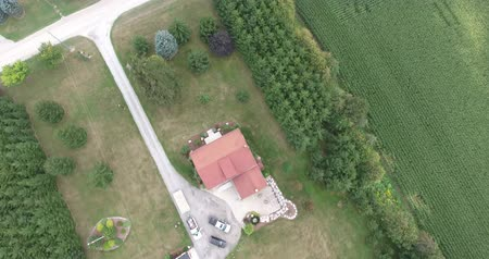 jabłka : Flying Over Red Roof House In Farmland Towards Apple Orchard Aerial View Wideo