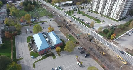 dach : 45 Degree Rotate Over Road Construction In Busy Neighborhood Near Apartments Aerial View