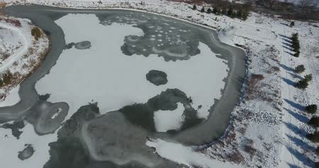 harikalar diyarı : Flying Over Ice Pond Skating Rink That People Can Skate On In Winter Stok Video
