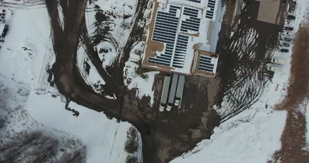 harikalar diyarı : Flying Over Trucking Shipping Depot With Solar Panels On Building In Winter Aerial View