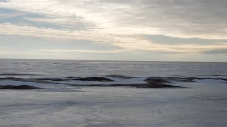 гром : Timelapse Of Clouds In Winter Artic Tundra On Snow Covered Beach Стоковые видеозаписи