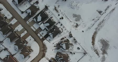 boomtoppen : Top-down panorama Luchtfoto van daken van het huis in de winter antenne
