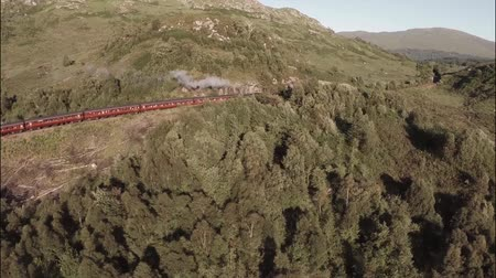 Шотландия : Aerial shot of the Jacobite Steam Train going through stunning scenary in the Scottish highlands
