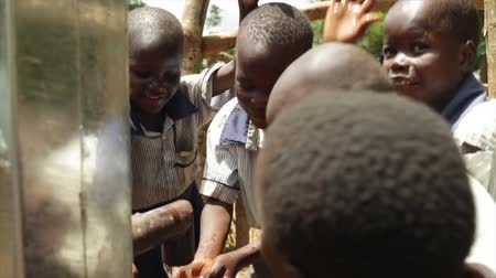 poça de água : Happy African kids celebrate the installtion of a new water well in their village