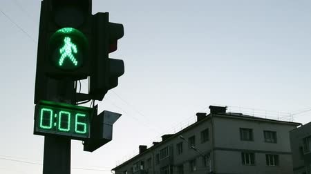 útkereszteződés : Green Pedestrian man crossing countdown to allow people to cross roads in safety