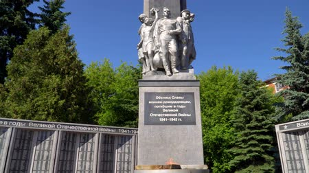 acreditar : 11 June 2018. Russia. The City Of Domodedovo. Day. Obelisk of Glory to soldiers-Domodedovo soldiers who died during the World War two