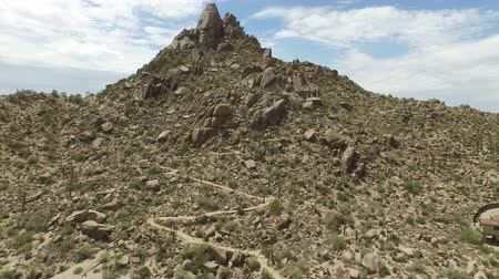 Scottsdale mountain rising up from base Wideo