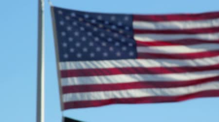 marinai : American Flag lento rack focus