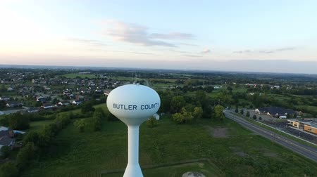 Aerial Suburban Ohio Water Tower Tight Wideo