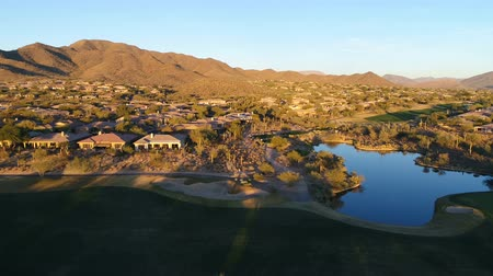 esquerda : Aerial Arizona Golf Course Yaw Left