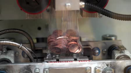 упакованный : Coins manufactured and packed in money mint machine, steel galvanized with copper, real time Стоковые видеозаписи