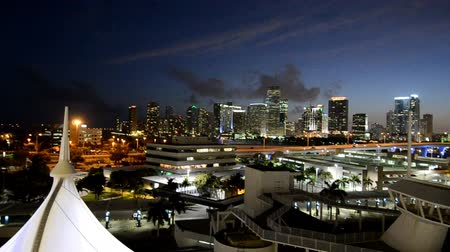 ресторан : Miami Skyscrapers at Night, view from a Cruise Ship