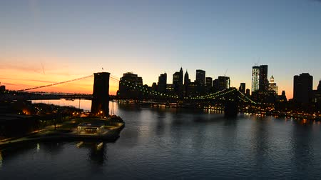 Panoramic view of New York City Skyline at Sunset from Manhattan Bridge Stok Video