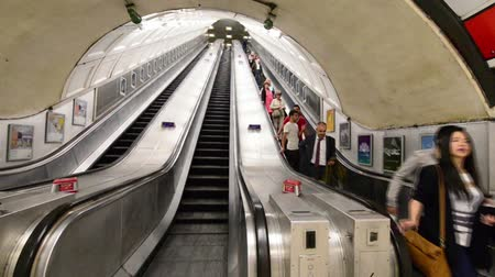 dojíždění : London - Subway Escalators