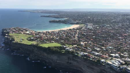 moscas : Flying over Bondi Beach, Sydney. Panoramic aerial view from helicopter
