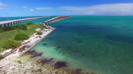 batı : Old and new Bahia Honda bridge in the Florida Keys, aerial view