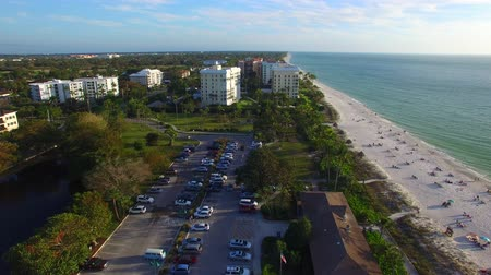 neapol : Aerial view of Naples beach and skyline on a beautiful day