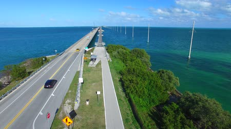 goes : Bridge through the Keys islands, Florida