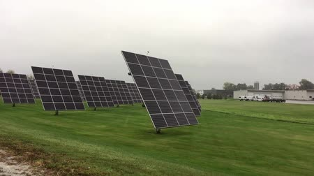 fotovoltaik : Industrial solar panels on the countryside Stok Video